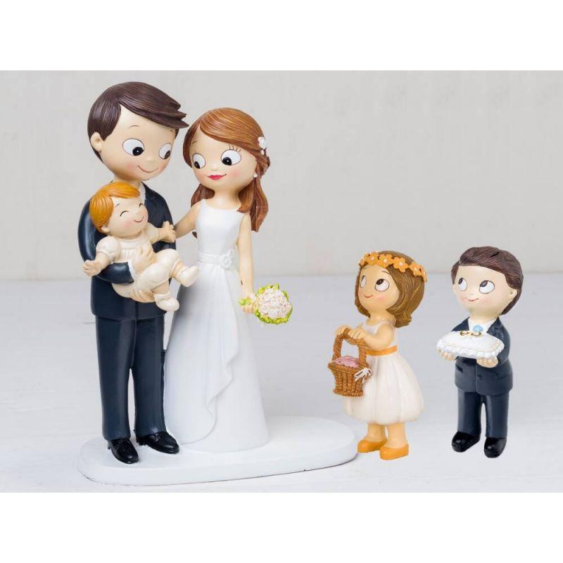 figura-novios-tarta-bebe-a-brazos-con-nino-cojin-alianzas-y-nina-cesta-petalos