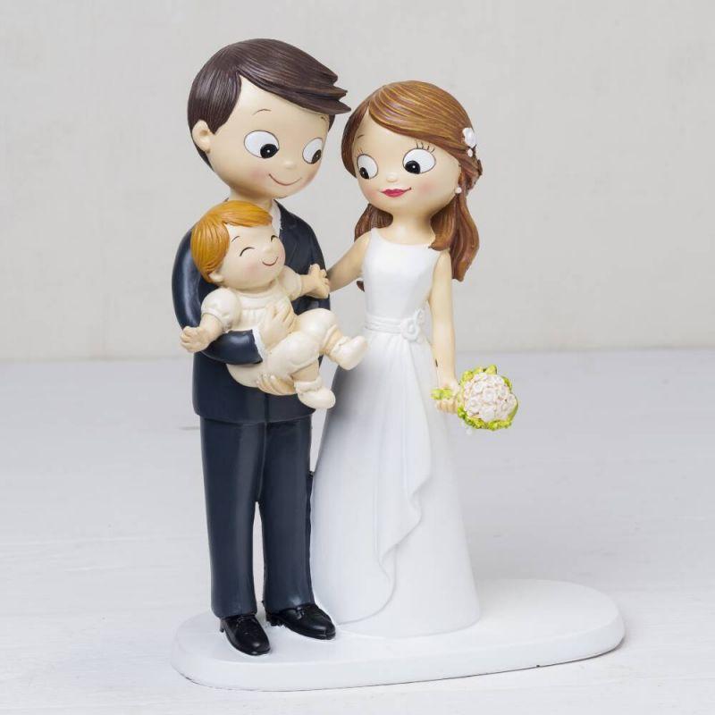 figura-novios-tarta-bebe-a-brazos-y-nino-cojin-alianzas-con-pajarita