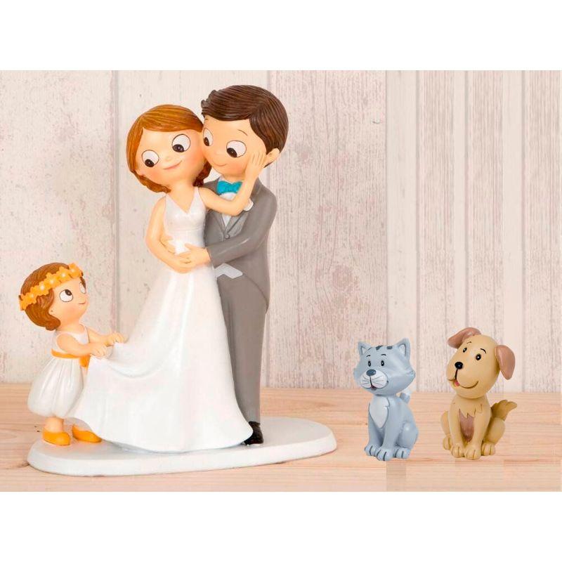 figura-novios-tarta-con-nina-llevando-la-cola-de-novia-y-mascotas