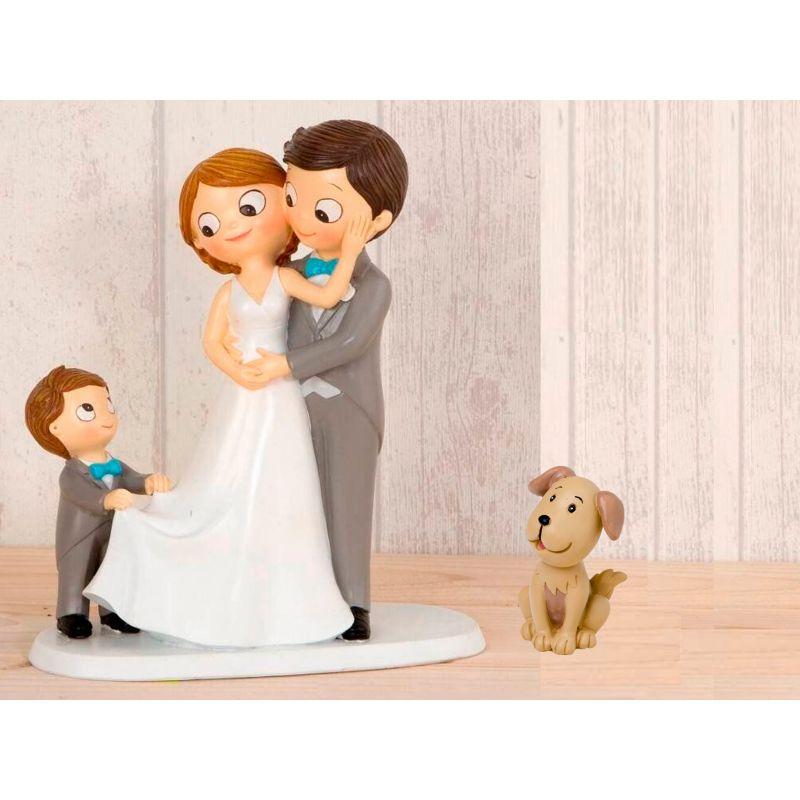 figura-novios-tarta-con-nino-llevando-la-cola-de-novia-y-mascota-perro