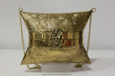 430edb81a Bolsos de latón, un must en tu armario | Detalles Momparler 1870